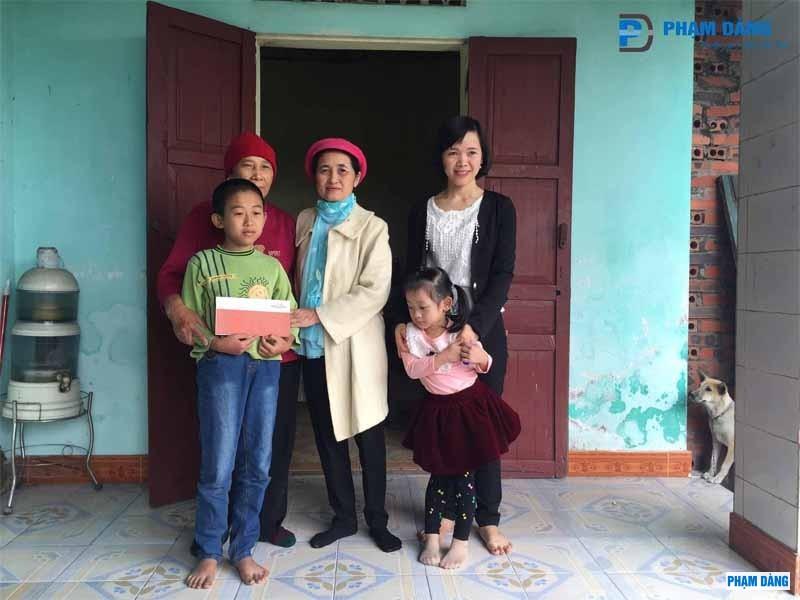 4-hanh-trinh-nhan-ai-den-chau-pham-cong-minh-3.jpg