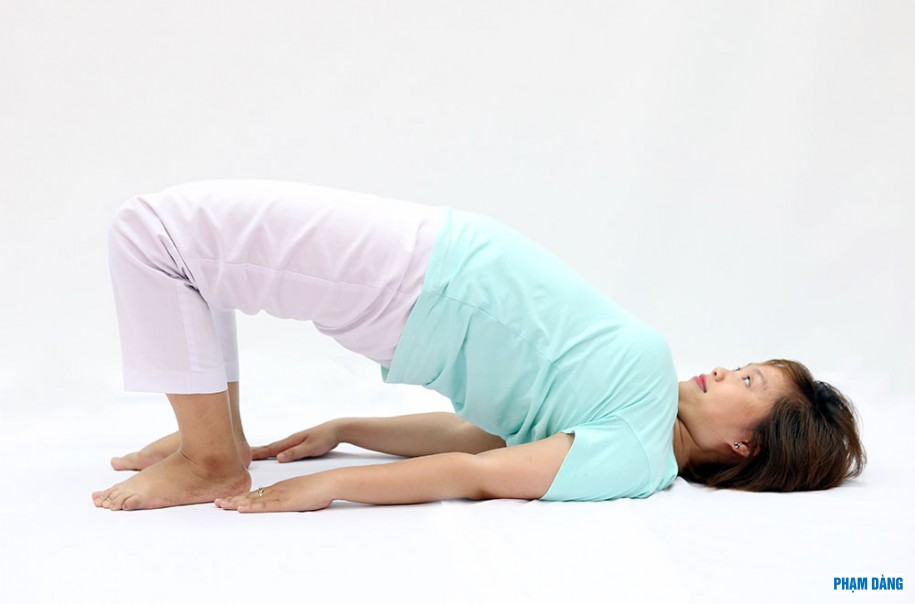 21-cac-bai-tap-yoga-tri-dau-day-than-kinh-toa-3.jpg